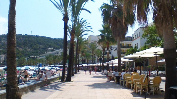 Blogging on the Wifi in Puerta de Soller, Mallorca, Spain