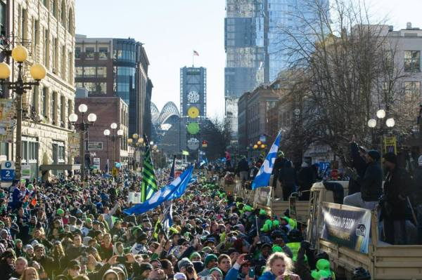 Onward to Century Link Field (Photo by Rod Mar)