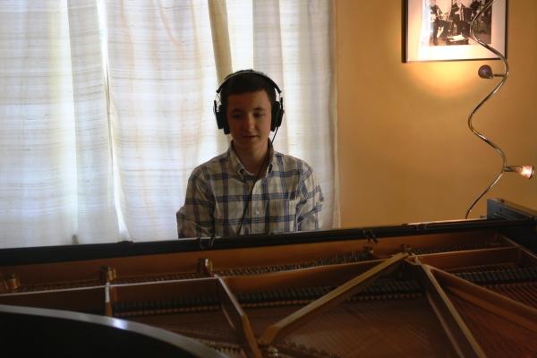 Pedro in the recording studio, July 2011.